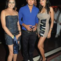 manish-pandey-with-babes
